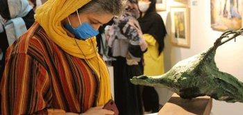 بازدید از نمایشگاه «کرونا و هنرمند» به مدد ماسک
